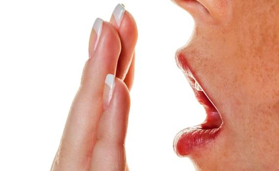 Hand vor mund